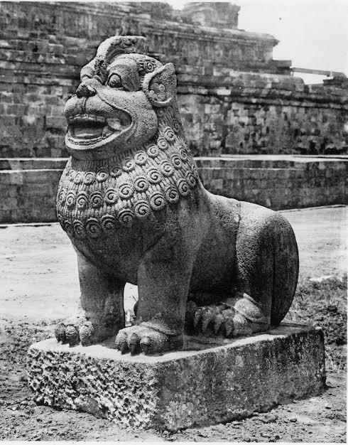 Dibuat Oleh Orang Kurang Berpengalaman, Patug-patung Singa Ini Bakal Bikin Ketawa