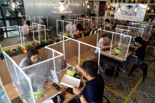 Anjay! Potret-Potret Menarik Kondisi Makan Di Restoran Pasca Lockdown