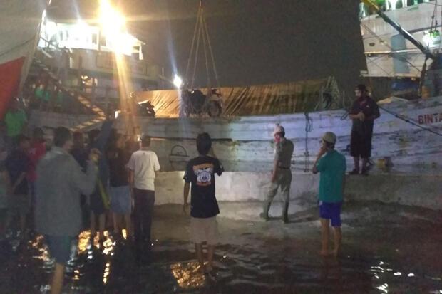 Banjir Rob Naik Lagi, Petugas Kelurahan Ancol Keliling Peringatkan Warga