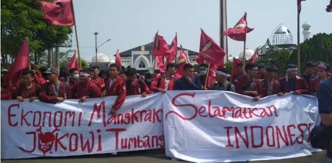 Nyanyian 'Jokowi Turun' Terdengar Nyaring, ProDem Seret UU 2/2020 ke MK