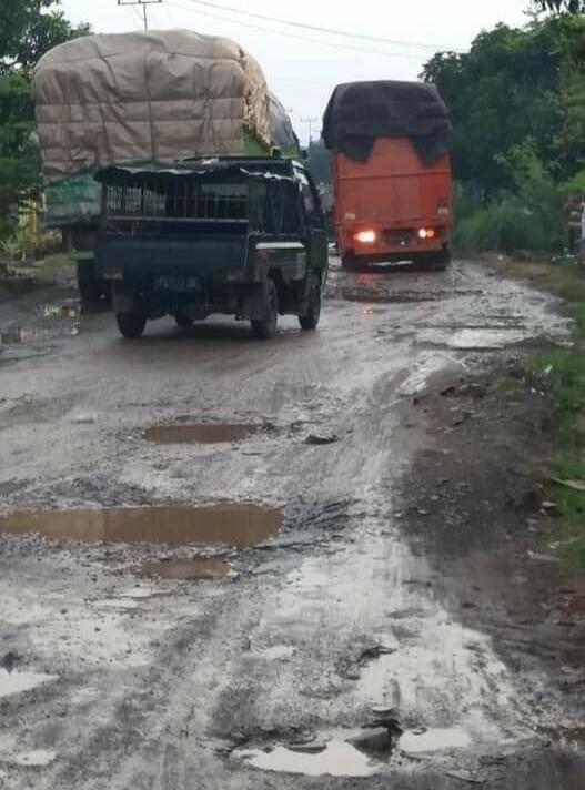Jalan rusak, Makin Parah, Dan Makin Tertinggal Potret Kabupaten Tertua Di Lampung
