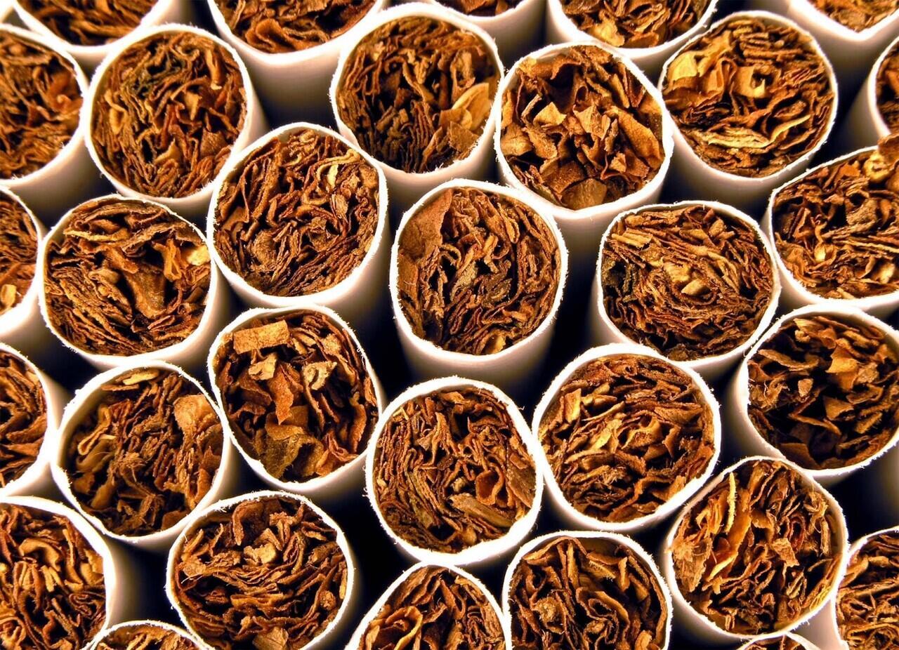 Sirkulasi Lengkap Rokok Kretek: Dibuat Petani Hingga Diminta Temen Sendiri