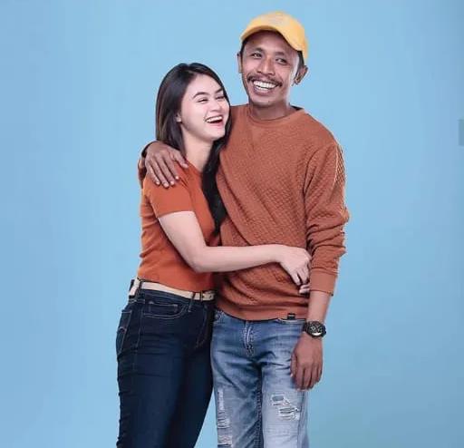 Deretan Foto Cantik Dwinda Ratna, Istri Mas Pur Tukang Ojek Pengkolan