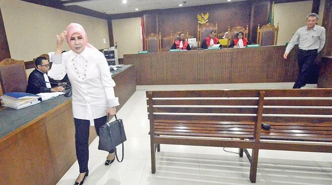 [BRONDONGnyaSiMILFinsidePICT]Harta Istri Nurhadi di Bawah Kekuasaan Pegawai MA