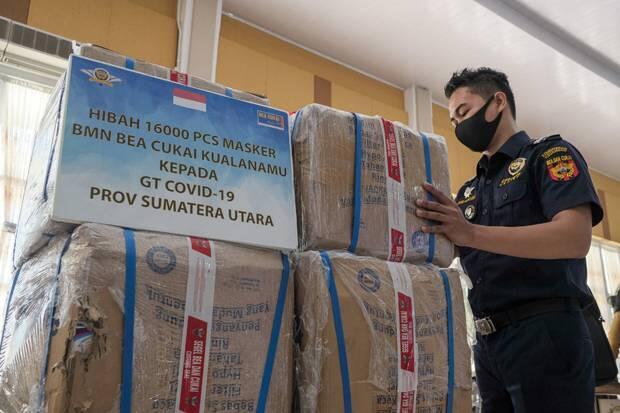 Bea Cukai Kualanamu Hibahkan 16.000 Masker ke Gugus Tugas Covid-19 Sumut