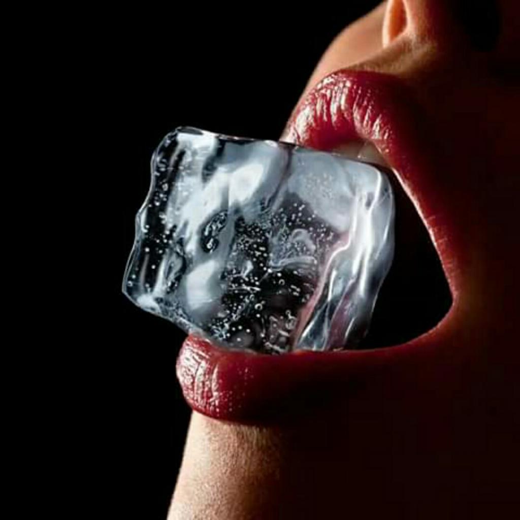 Suka Mengunyah Es Batu? Berikut Penyebab dan Dampak Buruknya, GanSis