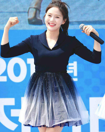 9 Ide Mix & Match Outfit Ala Hyojung OH MY GIRL, Trendy Banget!