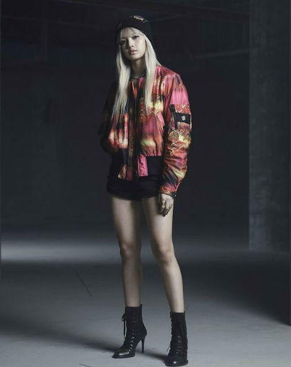 12 Inspirasi Outfit Ala Lisa Blackpink, Khusus Cewek Tomboi