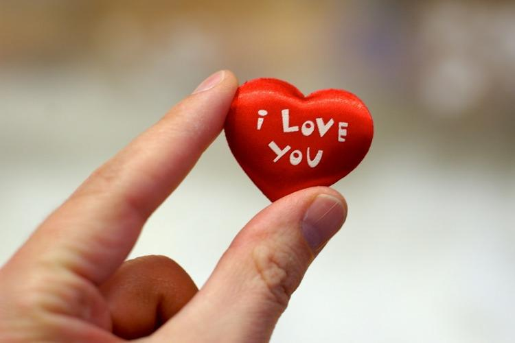 Cewek Nyatain Cinta Kecowok ???