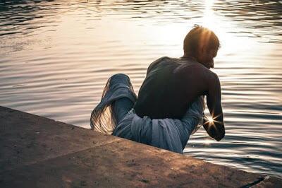 Klaim Sembuhkan Pasien Covid Dengan Cium Tangan, Orang Suci di India Tewas Kena Covid