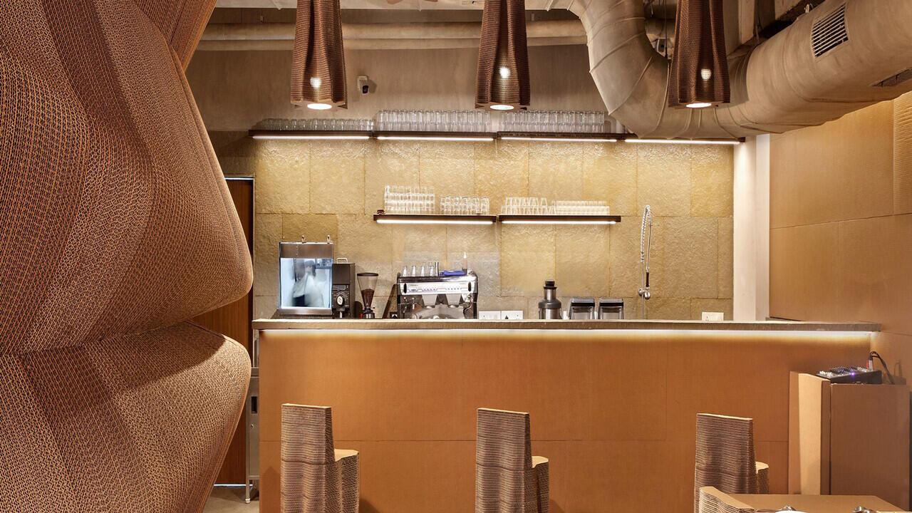 Kafe Kardus: Kafe Yang Paling Bersahabat Dengan Lingkungan