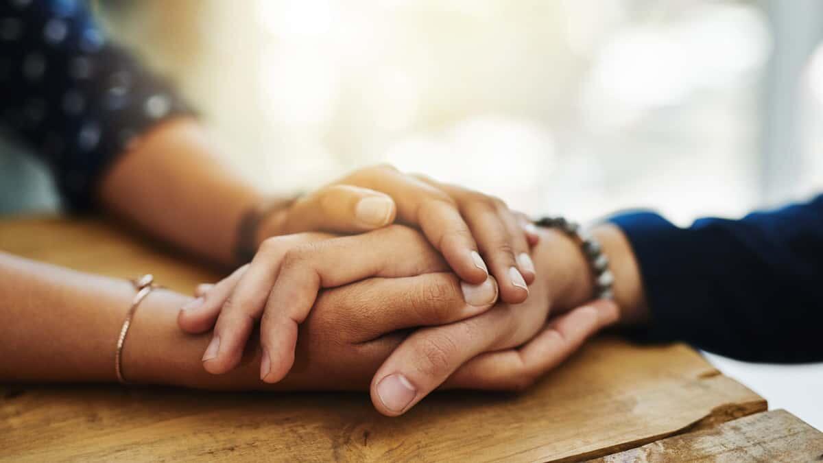 Bagaimana Membantu Teman yang Sedang Berduka