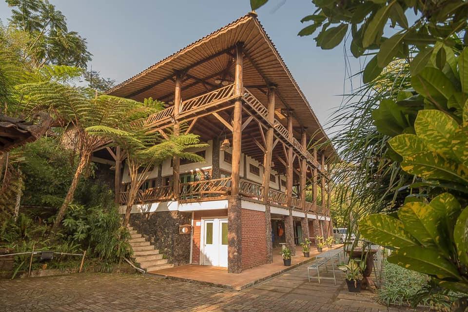 5 Penginapan RedDoorz Terbaik untuk Staycation di Bandung