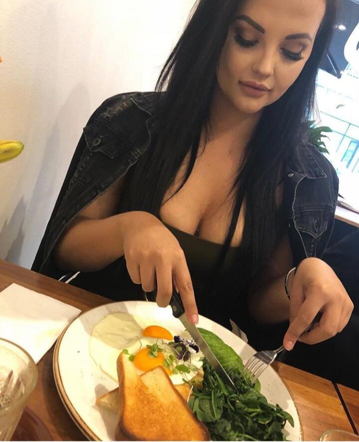 Yuk Intip Potret Renee Gracie, Pembalap Cantik Yang Alih Profesi Jadi Bintang Porno !