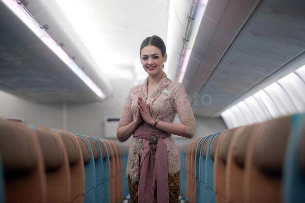 Normal Baru, Pramugari Garuda Indonesia Pakai Face Shield
