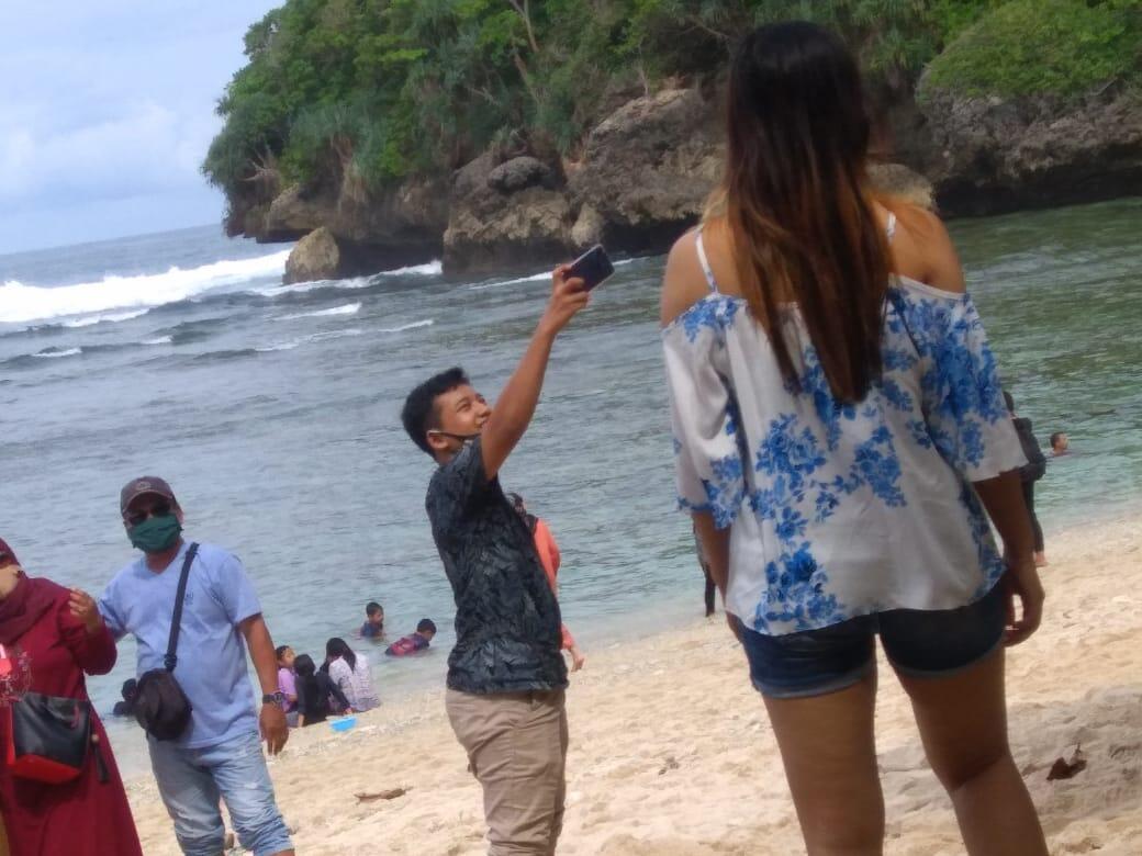 Pantai Teluk ASMARA Malang