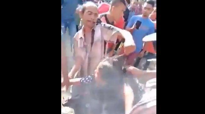 Heboh Wanita Dikeroyok, Dipaksa Buka Kerudung dan Dipotong Rambutnya