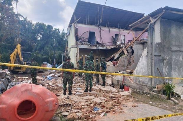 TNI AU Mulai Bersihkan Rumah yang Tertimpa Pesawat Tempur
