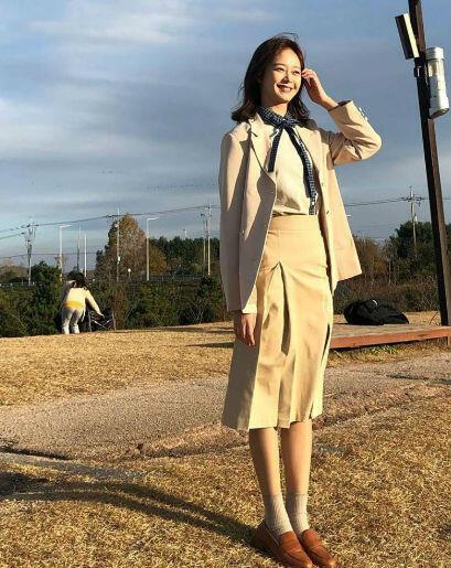 9 OOTD Jeon Somin, Manis Dan Feminin Banget!