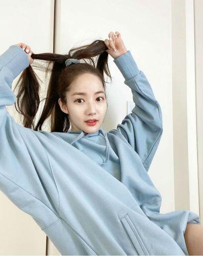 10 Inspirasi Gaya Park Min Young, Dari Girly Hingga Boyish!