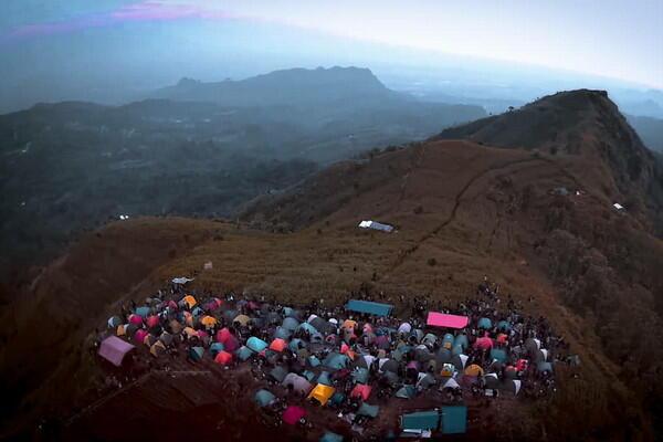 Bukit Corong Bumijawa, Lokasi Camping yang Lagi Viral di Tegal