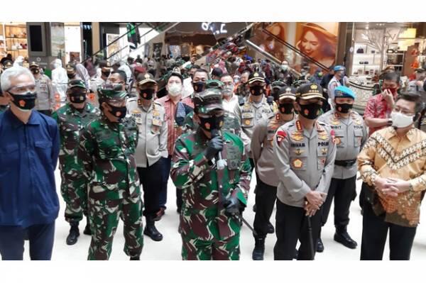 Saat Panglima TNI-Kapolri Blusukan di Pasar dan Mal Semarang