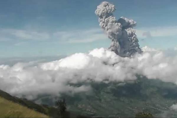 Terus Bergolak, Inilah Penampakan Abu Panas Gunung Merapi