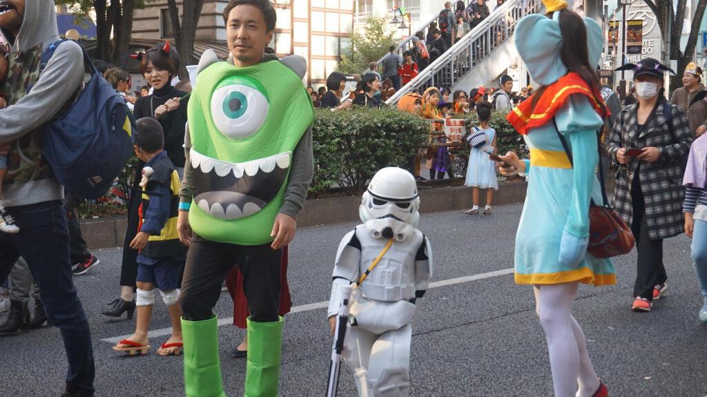 Tenggelam di Lautan Manusia Shibuya Plus Hilang di Parade Halloween Harajuku
