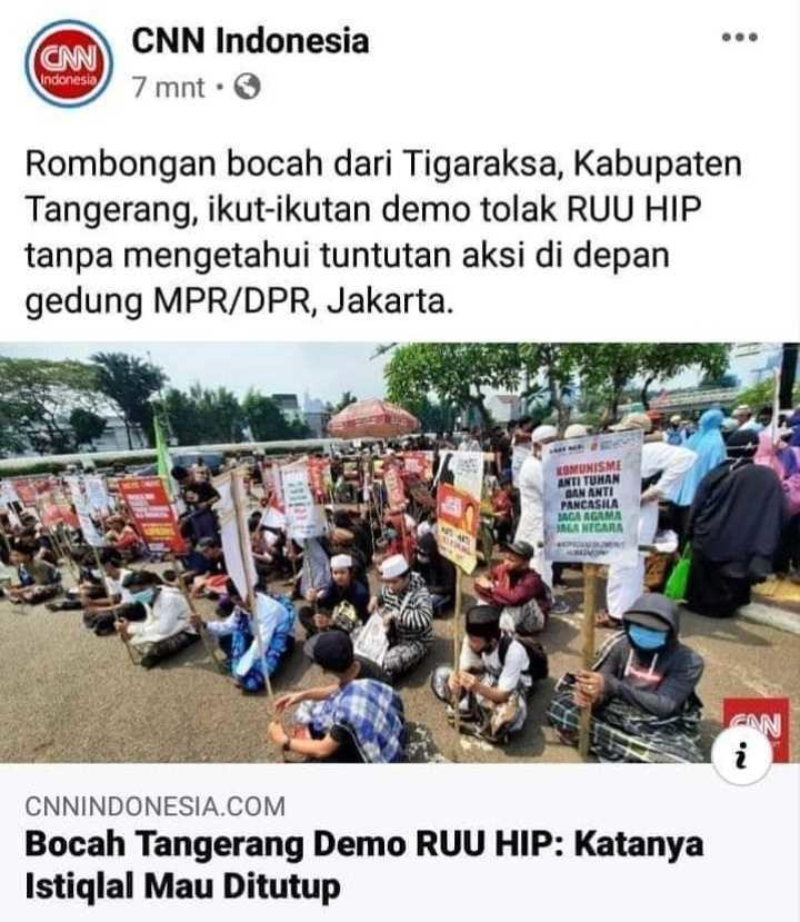 Teriak Turun Jokowi, Massa Aksi di Depan Gedung DPR Bakar Bendera PKI