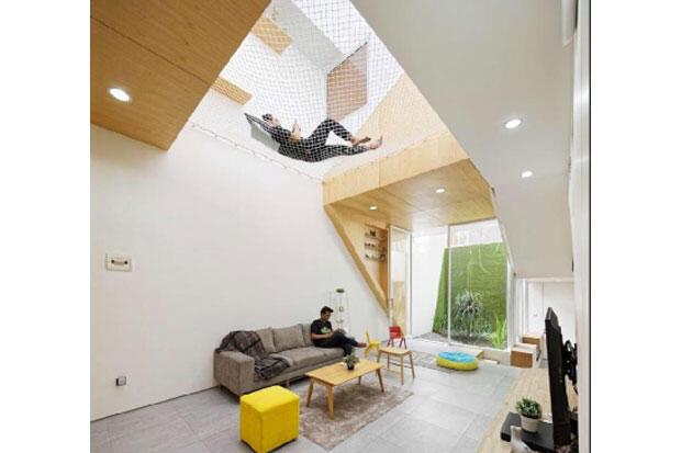 Area Rebahan Unik di Dalam Rumah dengan Floating Space