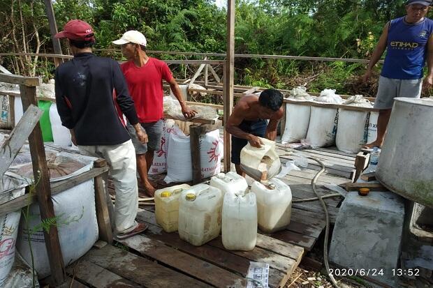 Pabrik Miras Produksi Ribuan Liter Digerebek Polisi di Sebuah Kebun