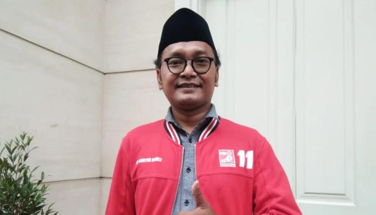 Guntur Romli: Anies Tak Peduli Covid Marak saat FPI Demo