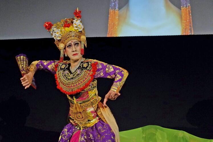 Keren Parah, Aksi Didik Nini Thowok Ikuti Lathi Chellenge