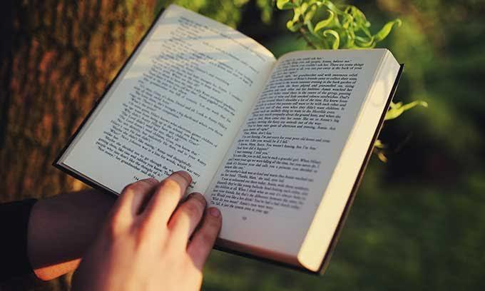 6 Keseruan yang Gak Bakal Kamu Dapatkan Saat Baca Buku Lewat E-book