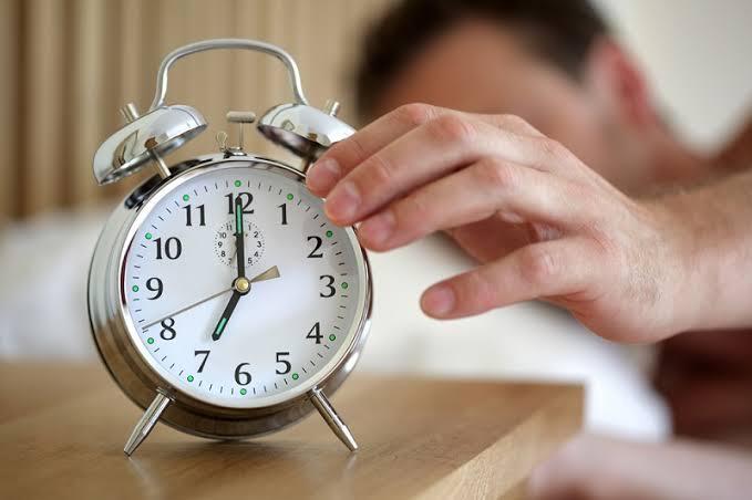 Kebiasaan Ini Sering Di Lakukan Cowok Saat Bangun, Hayo Ngaku Ente Yang Mana?
