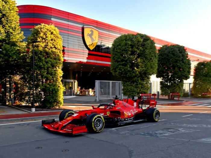 Saat Mobil Formula 1 Menjajal Jalan Raya