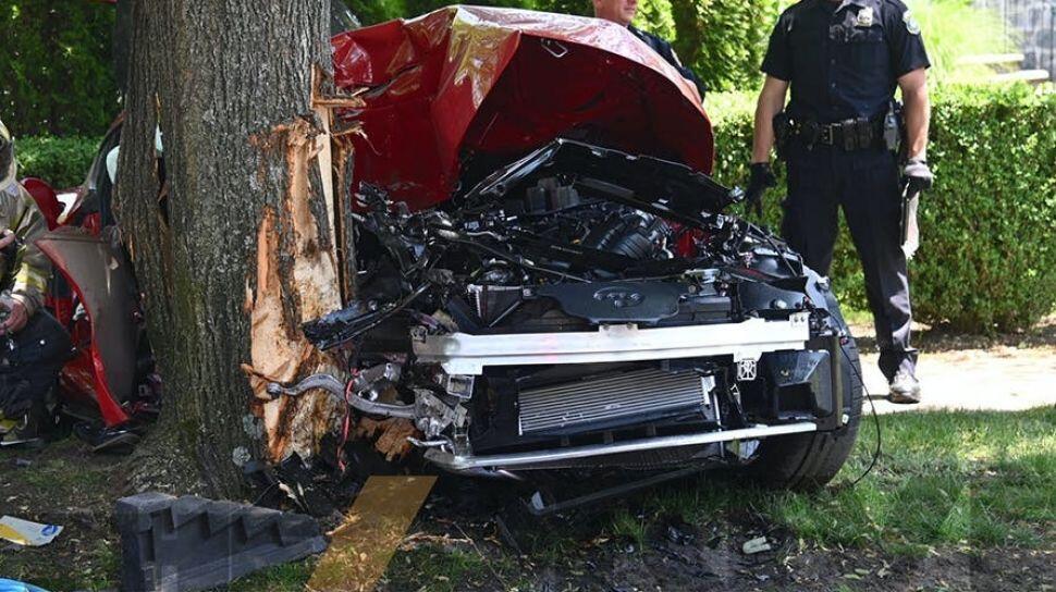 Baru jalan 2 Km keluar dari dealer, Toyota Supra MK5 ini langsung menabrak pohon!