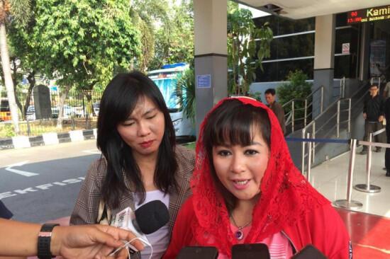 Bendera PDIP Dibakar, Dewi Tanjung : Tidak Ada Istilah Damai di Atas Materai 6000