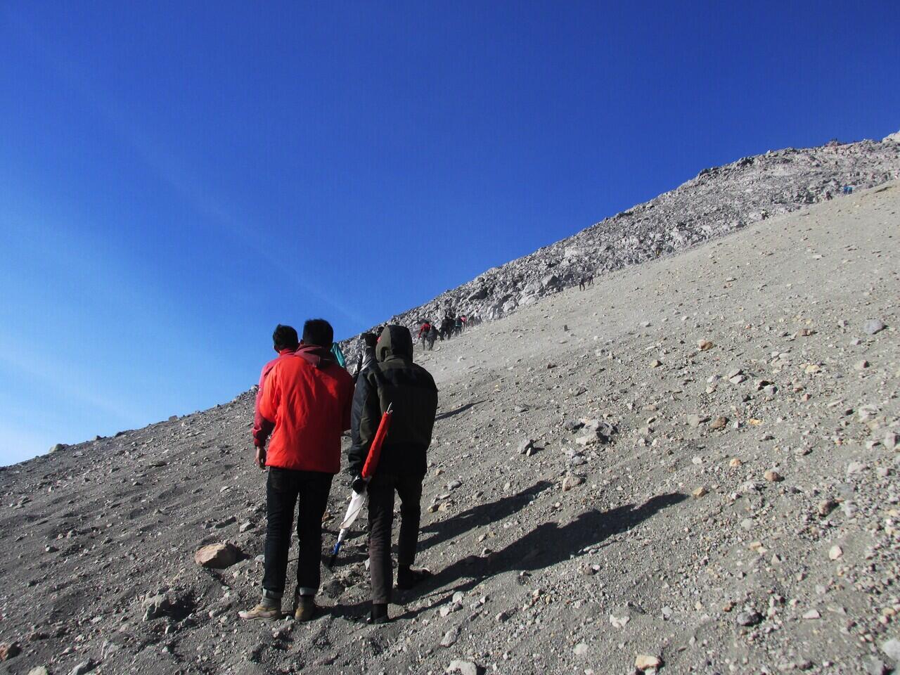 Agan Perlu Tahu ! Inilah 11 Larangan Saat Melakukan Pendakian Gunung