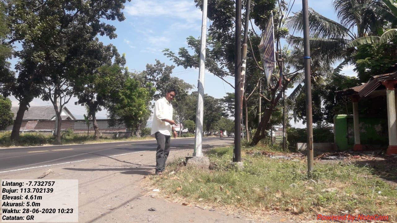 Ketum LSM GEMPARS Geram Tiang Lampu Penerang Di Jalan Pantura Nyaris Roboh
