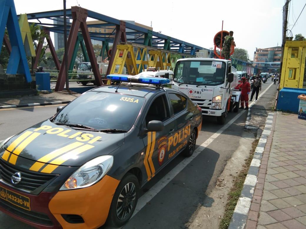 Perpanjang Masa PSBB, Enam Unit Mobil Gunner Semprotkan Wilayah Kota Tangerang