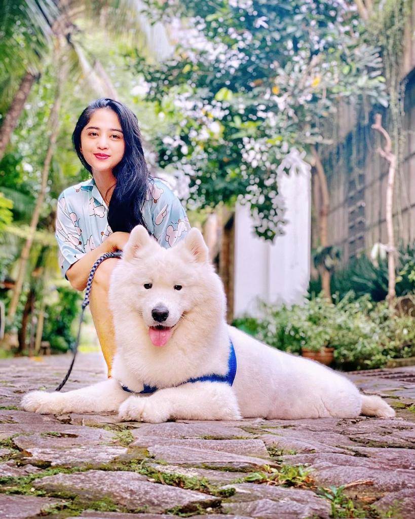 Usai Rina Nose, Agama Dewi Perssik Dipertanyakan karena Anjing