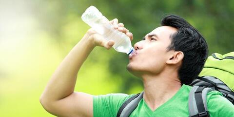 Ternyata Minum Air Putih Juga Berbahaya, Simak Ulasannya