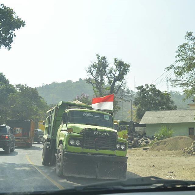Kiprah Si Buaya Darat Dalam Dunia Transportasi Bus di Indonesia