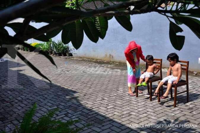 Viral Bule Berjemur di Pantai Jadi Tontonan Warga, Entah Apa yang Merasukinya!