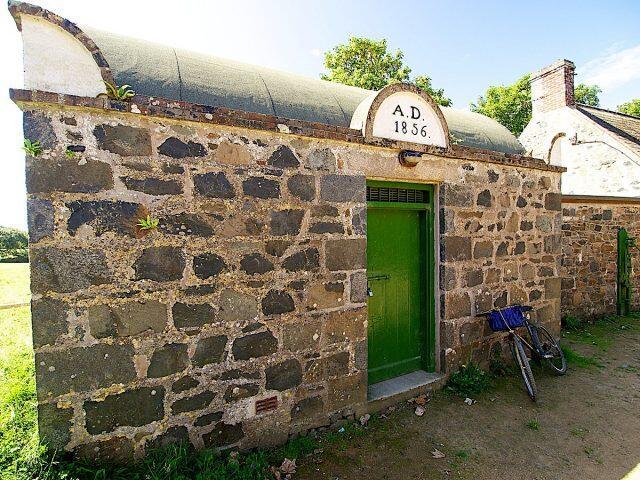 Mirip Toilet Umum, Inilah Penjara Terkecil Di Dunia Yang Masih Digunakan Gan !
