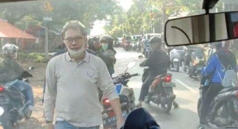 Detik-detik Ambulance Penuh Pasien di Depok Dihadang Oknum, Bikin Kesal