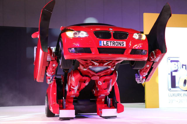 Gak Hanya di Film – Film, Mobil Berubah Jadi Robot Juga Ada di Dunia Nyata Gan!