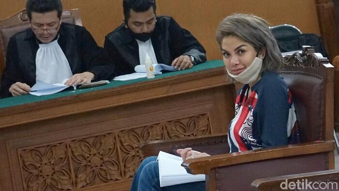 Nikita Mirzani Divonis 6 Bulan Penjara