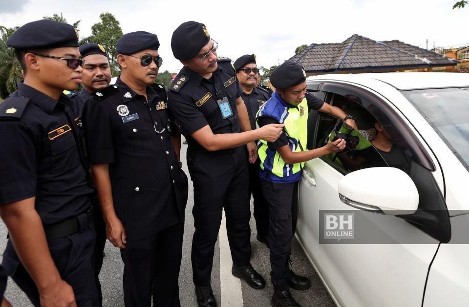 """Mengenal bedanya """"STNK"""" kendaraan di Malaysia (Unik Gan)"""